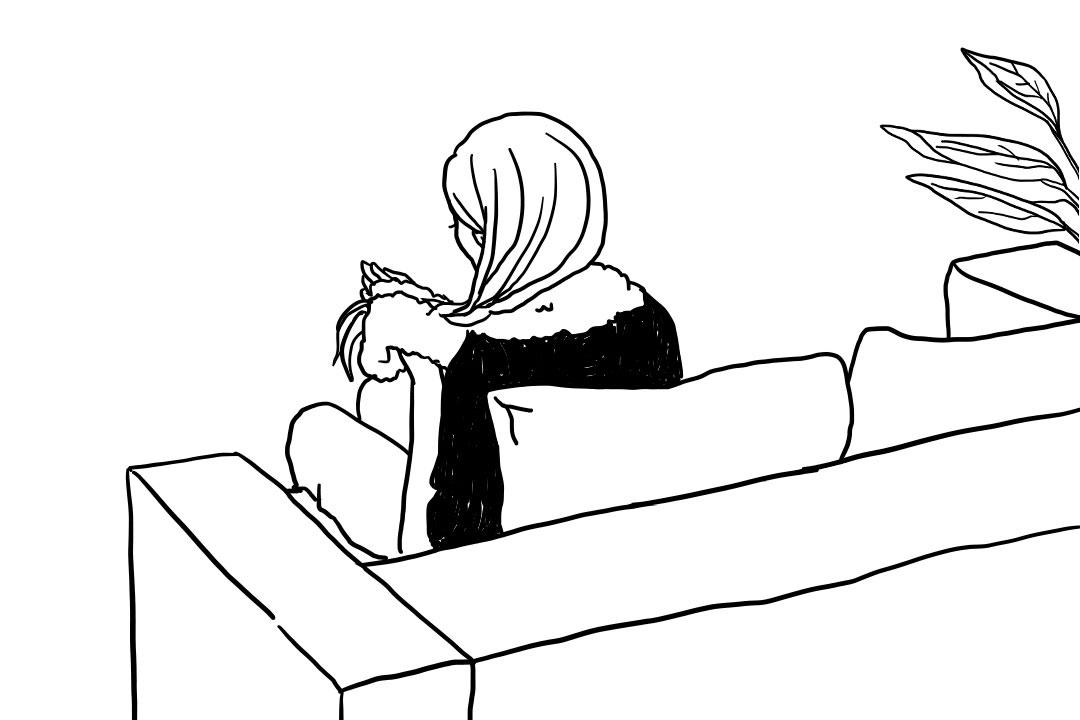 ソファーで髪をいたわる